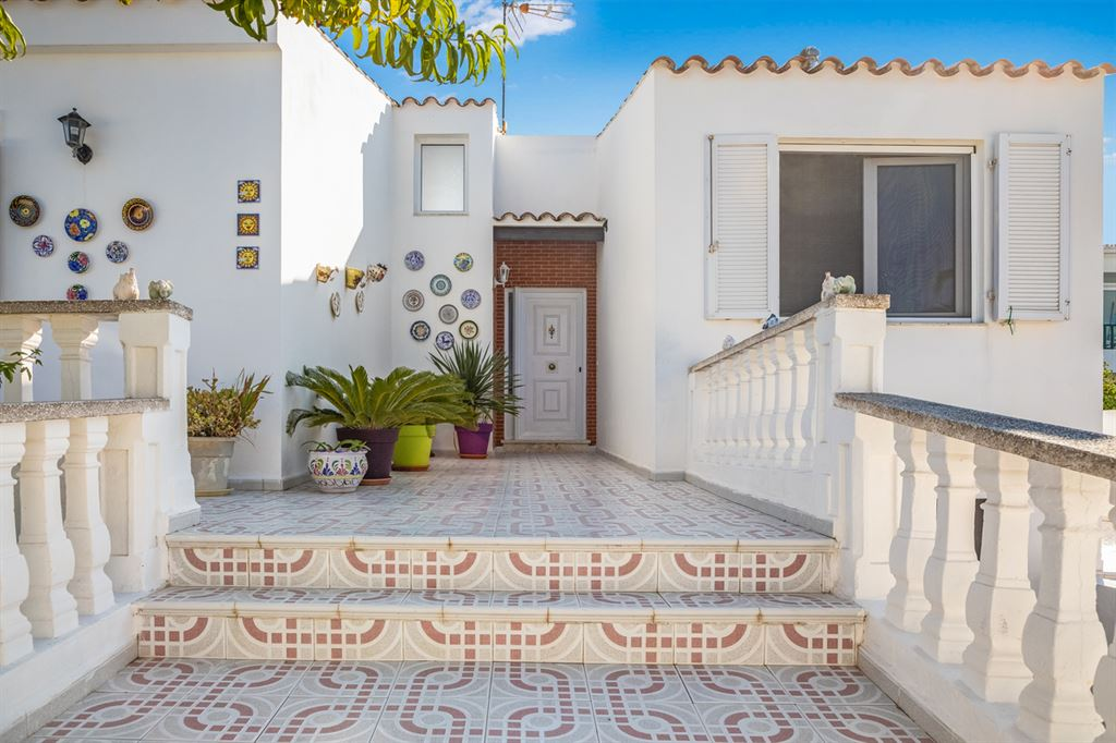 Great villa for sale in Sol Del Este on Menorca with panoramic views