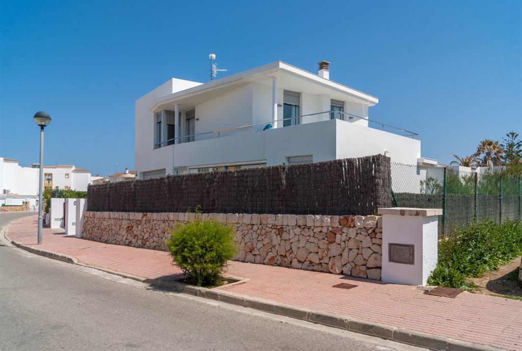 Exellent designer villa for sale in Menorca - Cala Blanca