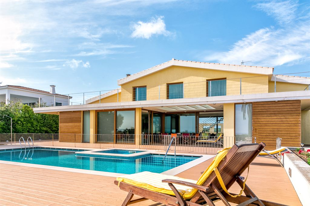 Modern villa for sale in frontline of the sea of Ciutadella in Menorca