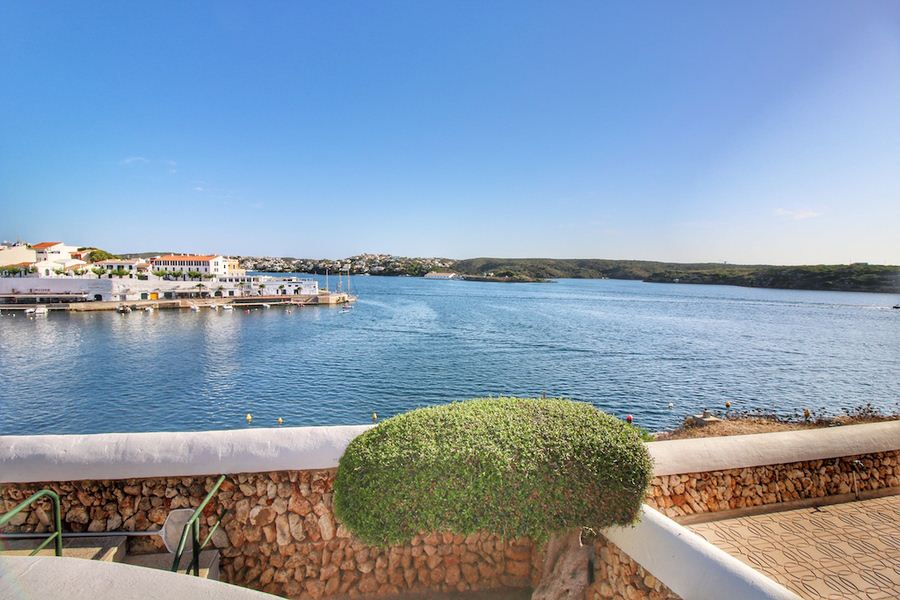 Exclusive villas with sea views on the coast of Cala Fons