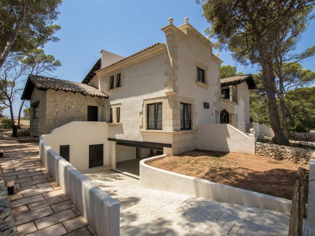Villa for sale  with personality in Menorca in Cala Galdana