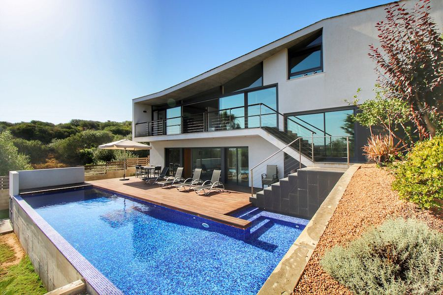 Amazing villa for sale in Menorca with high standard built in Cala Llonga