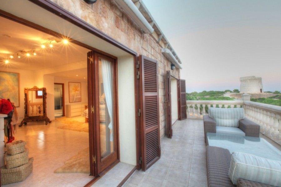 Fantastic luxury villa for sale in Minorca in Punta Prima