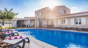 Supreme villa for sale in Menorca located in center of Mahon