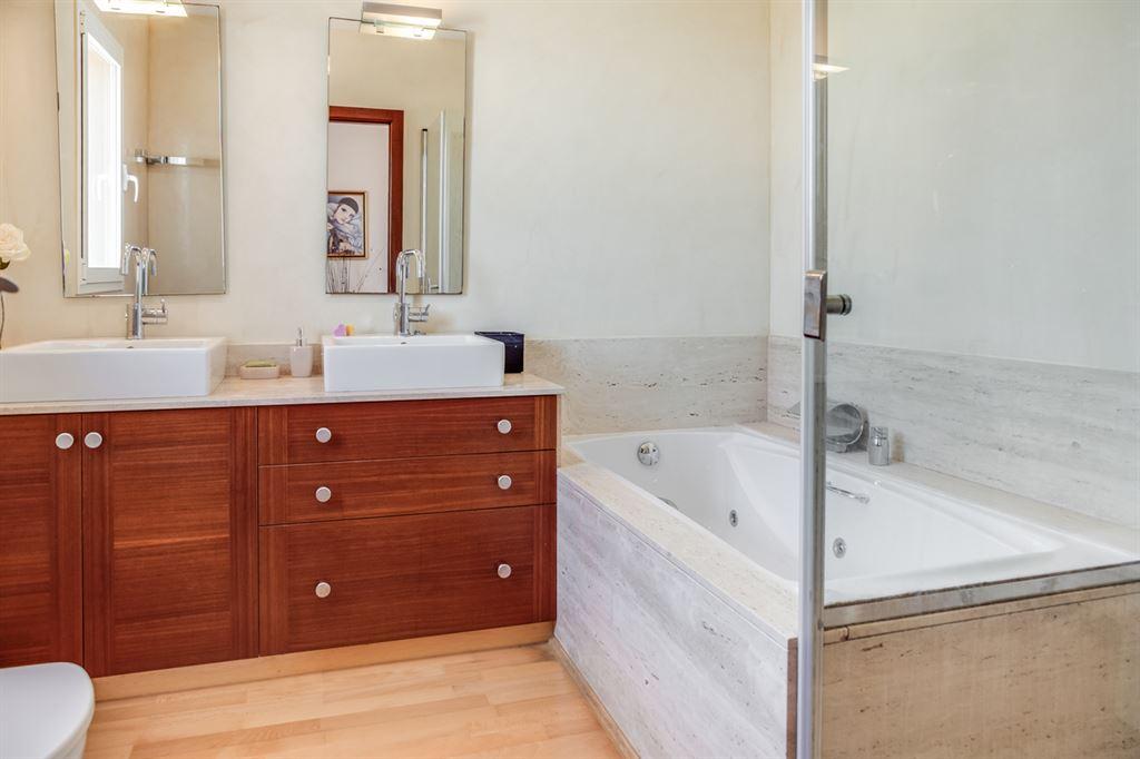 Supreme villa for sale in Menorca located in center of Mahon