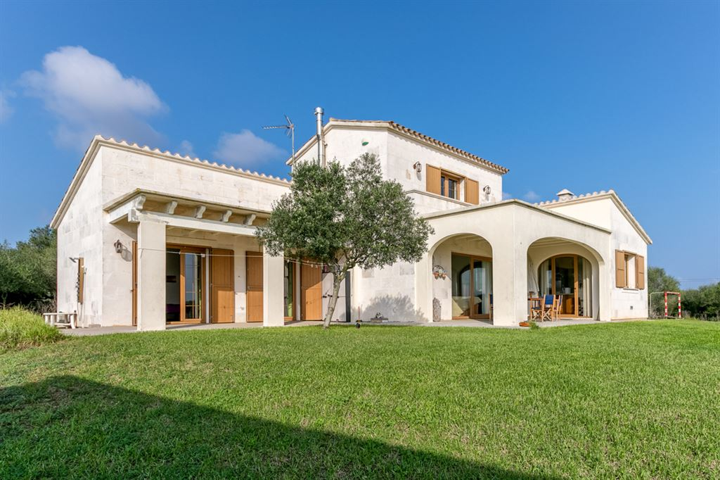 Attractive country house for sale in Menorca near Mahon