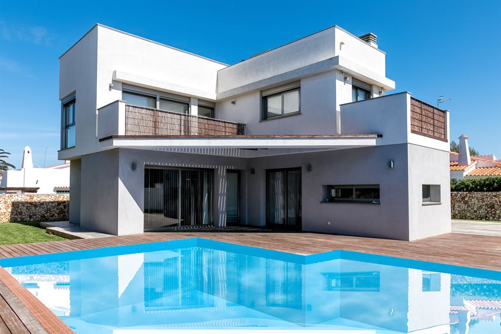 Fully decorated villa for sale with spectacular views in Menorca