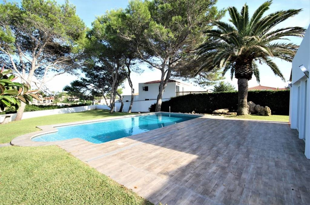 Ideal frontline Villa in Calan Brut with direct access to the sea