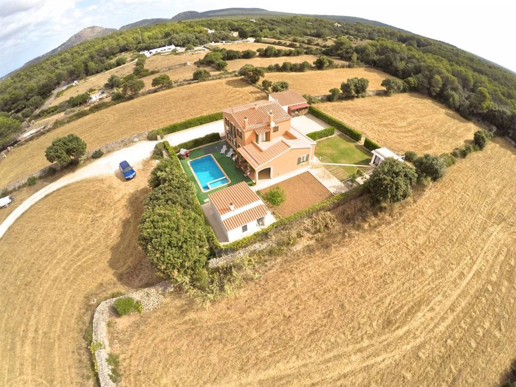 Supreme villa for sale with 28,000 sqm of land for horse owners