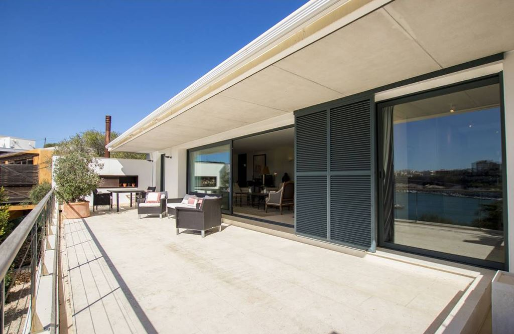 Modern Villa with access to two streets with a view over the port of Mahon