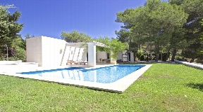 Excellent modern villa close to the golf course in Son Parc, Menorca