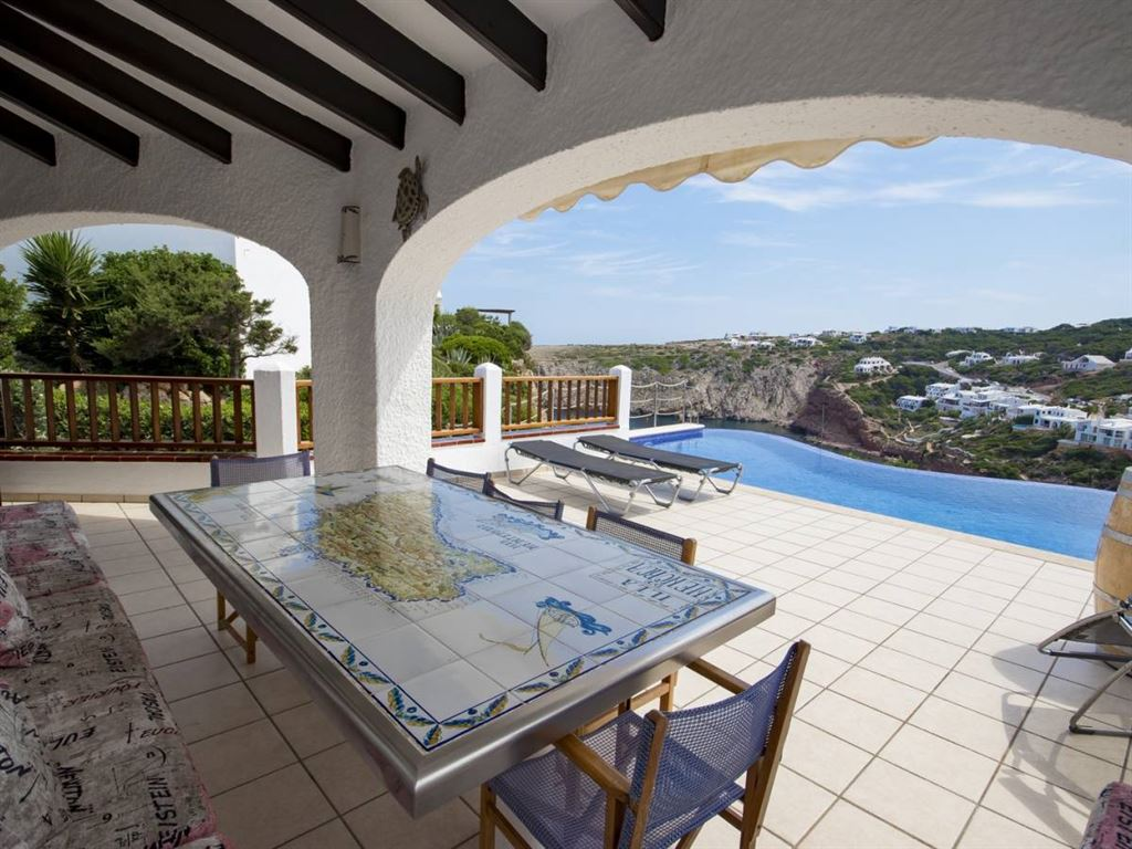 Excellent renovated villa for sale with sea views in Cala Morell