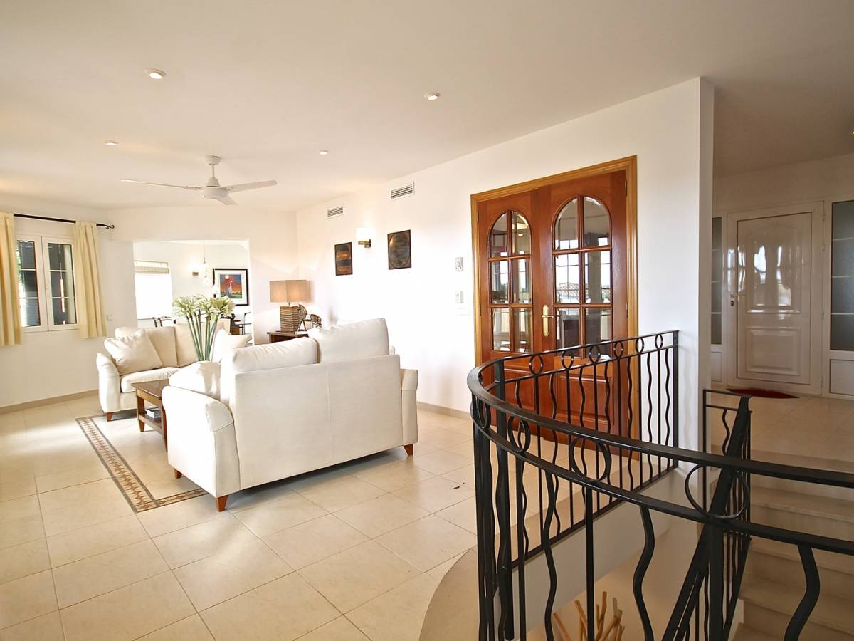 Spacious south facing villa with panoramic view over the Mahon port
