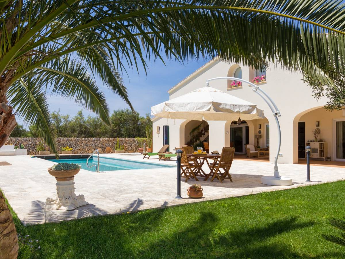 Luxury Villa for sale in quiet village of Trebaluger