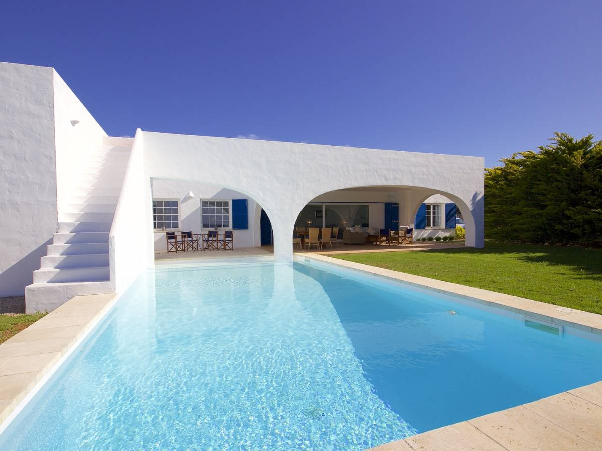 High quality detached villa with a large garden in Menorca