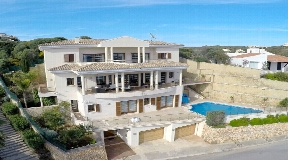 Luxurious front line villa for sale in Mahon with breathtaking harbor views
