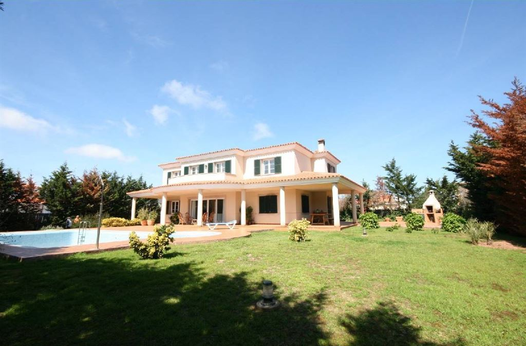Splendid villa for sale in Mahon with high quality touches and finishes