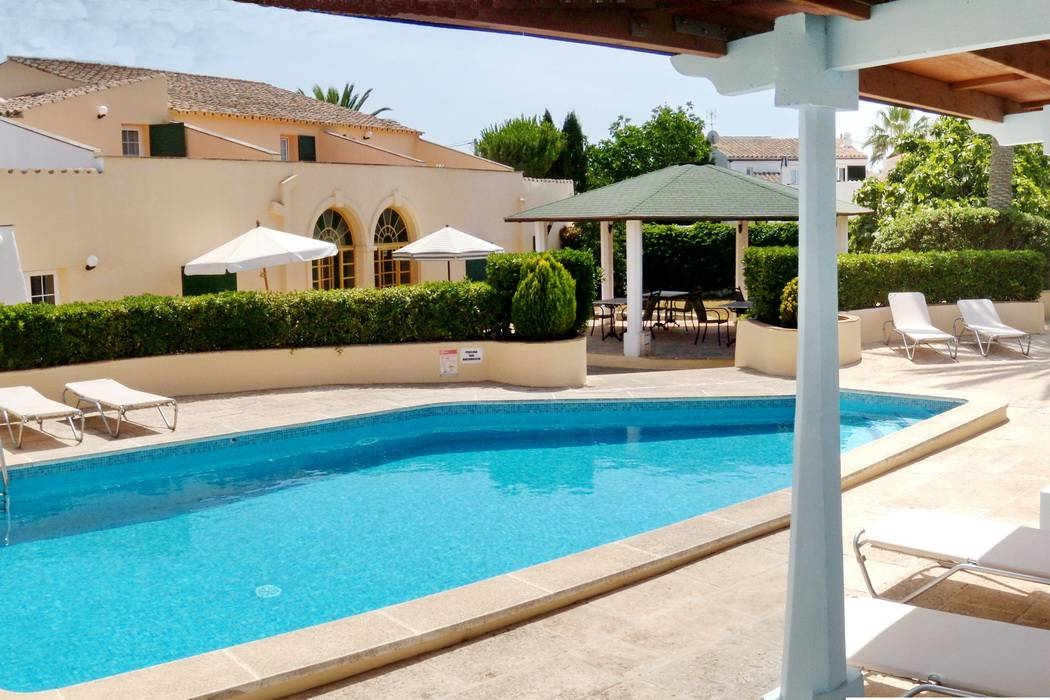 Well-maintained hotel with 8 rooms and bathroom in Menorca for sale