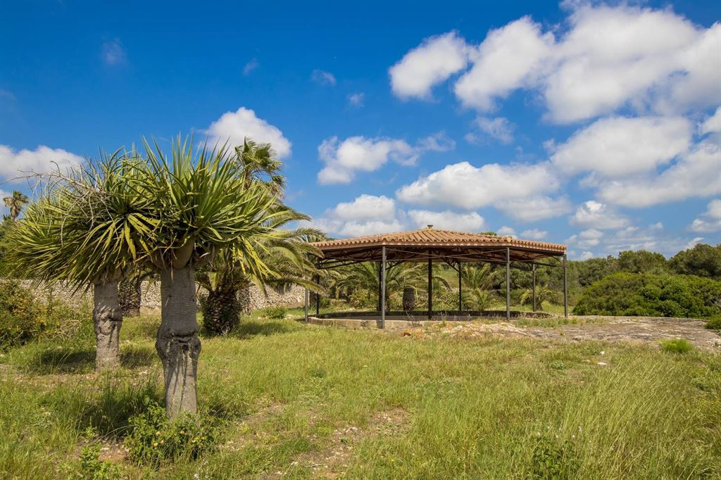 Hotel for sale from a former finca in Es Castell in Menorca