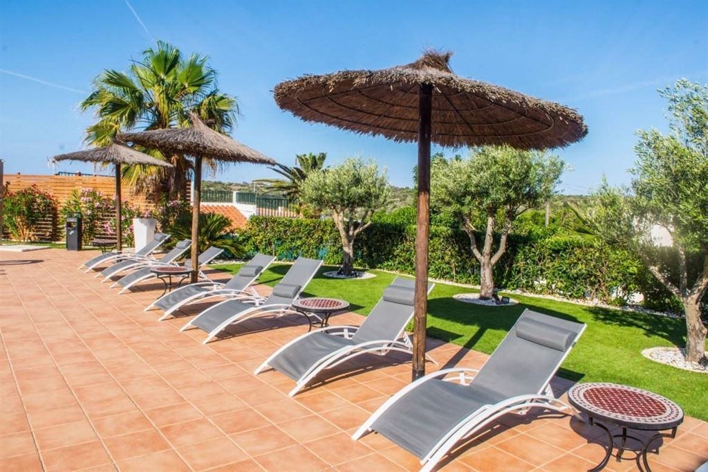 Magnificent 3 star hotels in Calan Porter with superb views of the sea