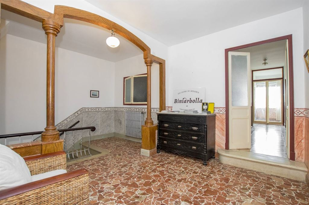Historic building suitable for hotel in the center of Alaior city