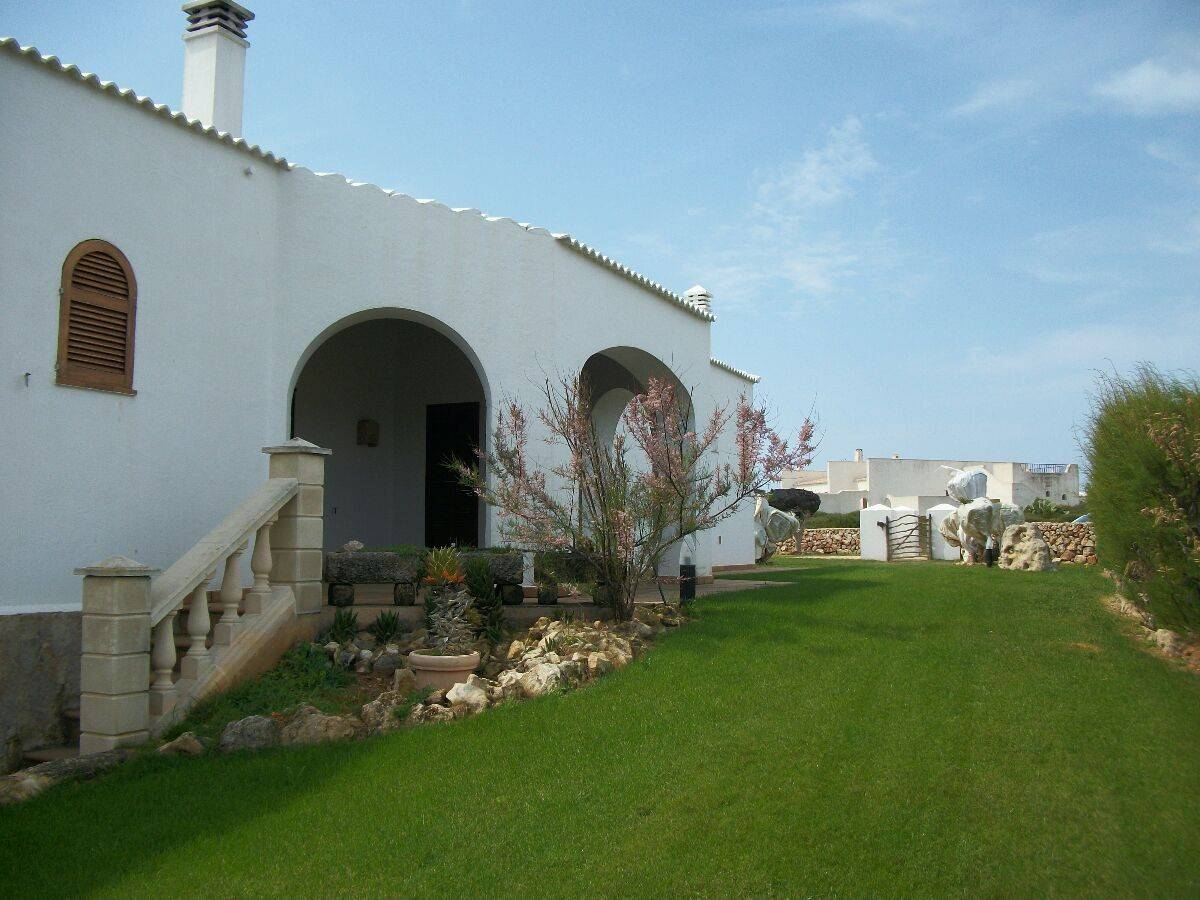 Two villas with 356 sqm living space in beautiful location of Cala llonga for sale