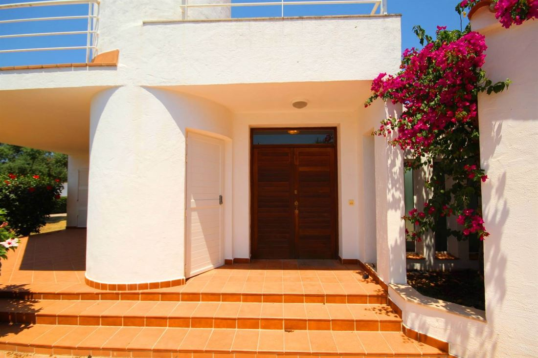 Superb villa in excellent condition equipped with a private pool in Binibeca