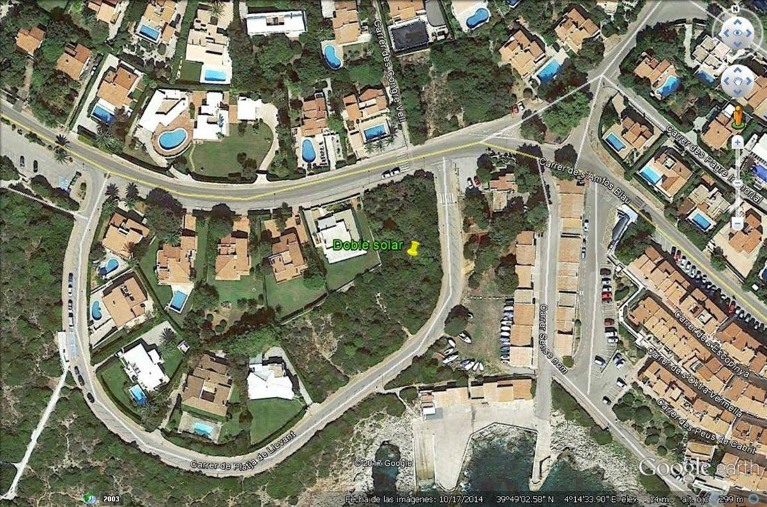 Building land in the first line with beautiful sea views and close to the beach