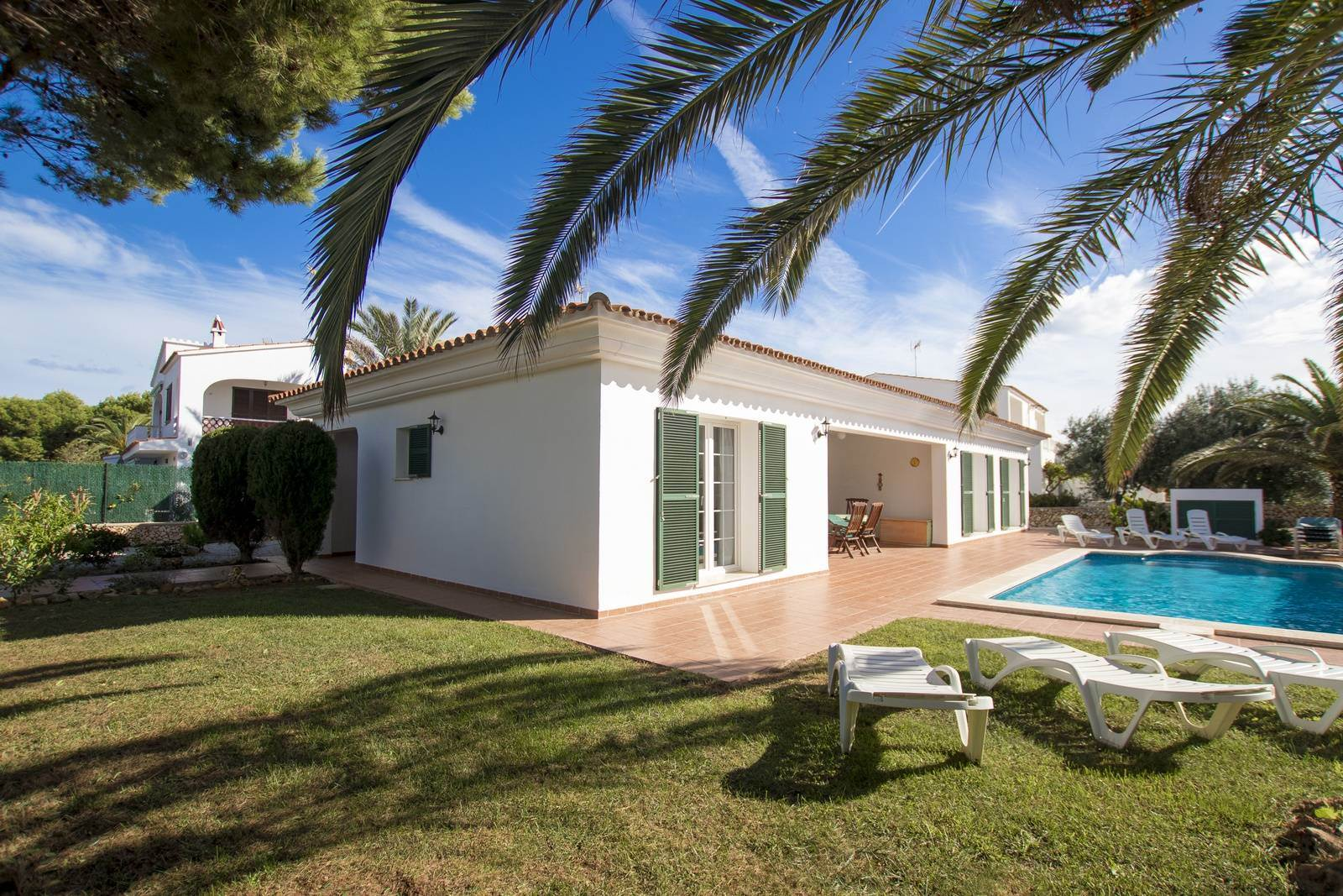 Lovely Villa for sale in Menorca with walking distance to a sandy beach in Arenal
