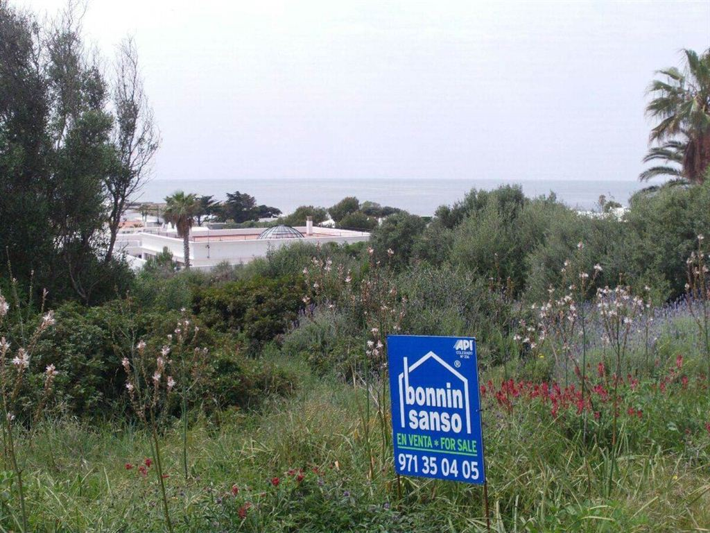 Interesting building plot with direct view to the sea in Menorca