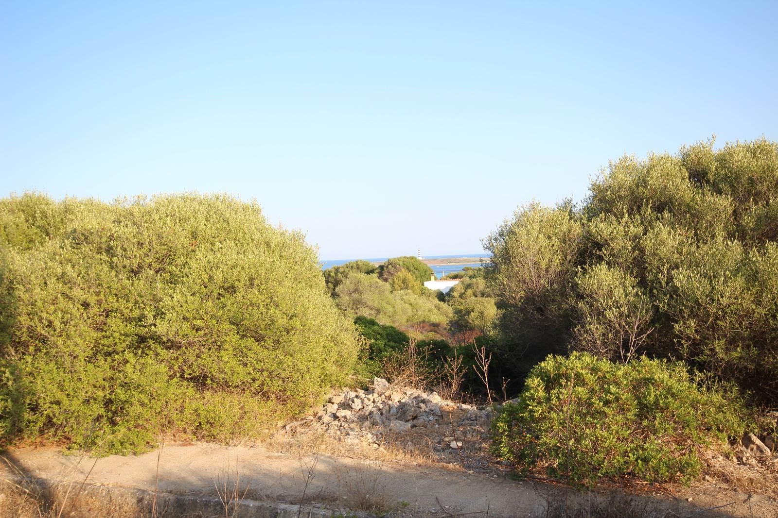 Large plot in the coastal town Punta Prima on Menorca