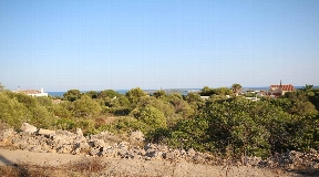 Large plot in the coastal town Punta Prima on Menorca