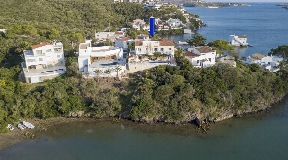 Villa in noble equipment in the port of Mahon on Menorca in Frontline for sale