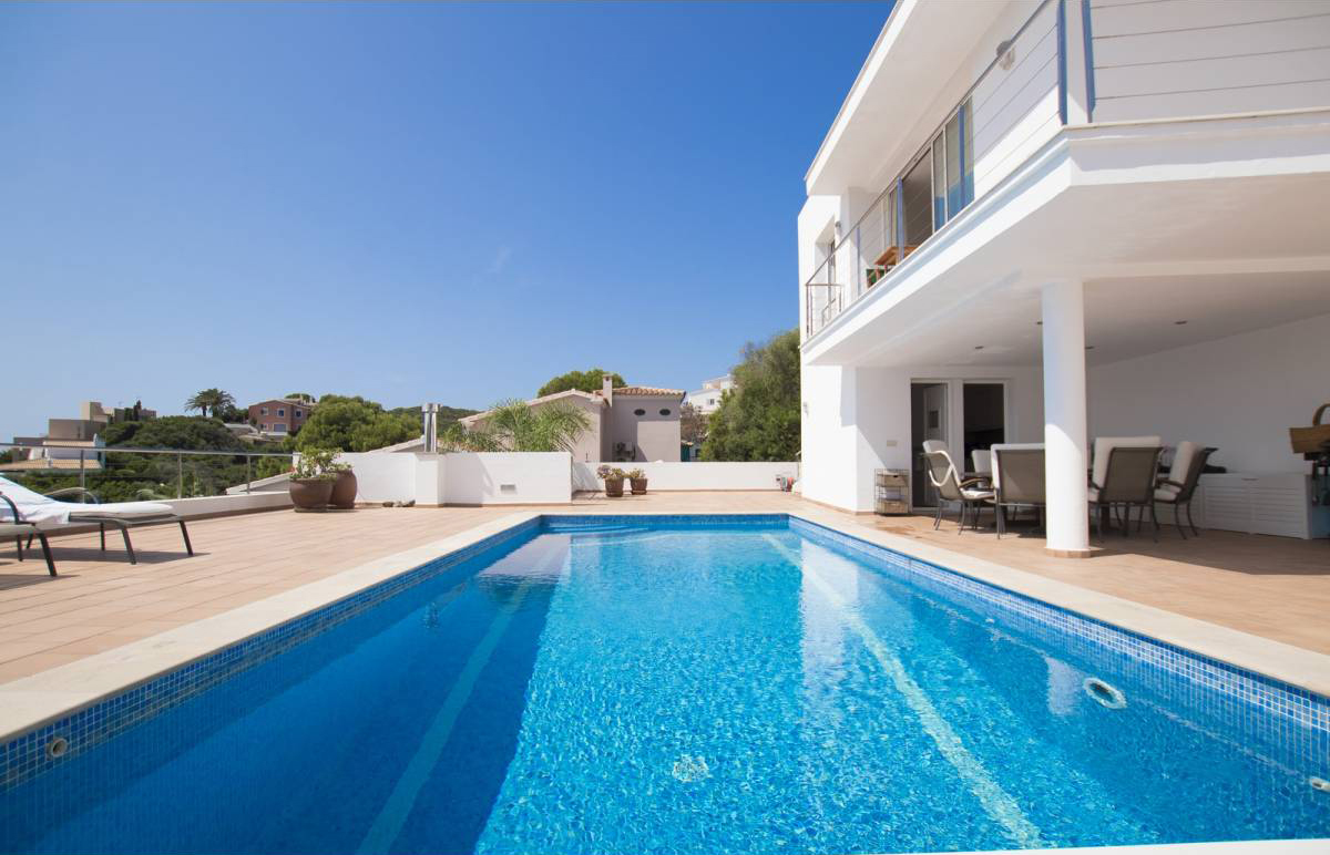 Beautiful modern villa with great views of the port mouth and Cala Llonga for sale