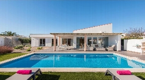 Modern villa with swimming pool on Menorca in Binidali for sale