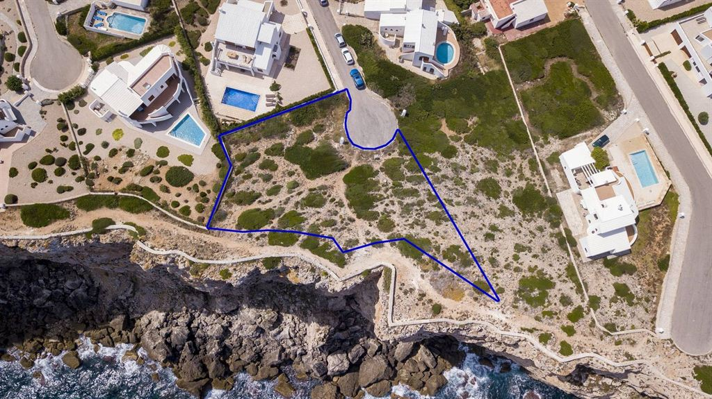 Land with 1.000 sqm size in best location of Calla Morell in Ciutadella