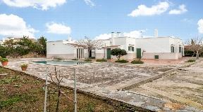 The fantastic villa for sale in Cales Piques