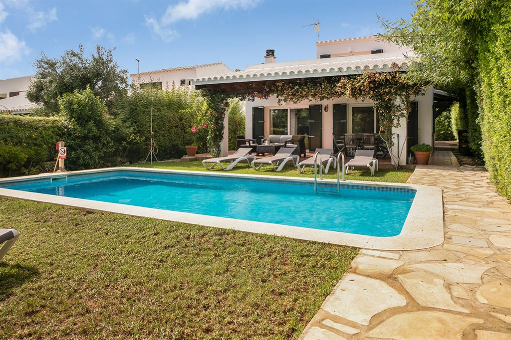 Marvelous villa for sale with license rental in Biniancolla