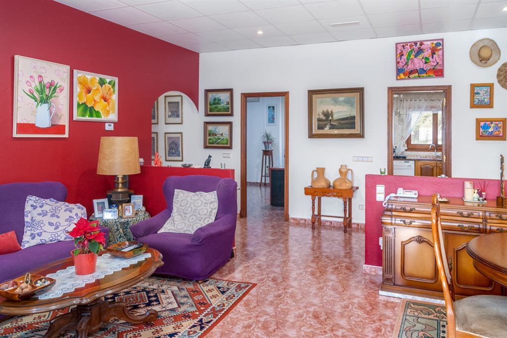 Excellent villa for sale with pool in La Argentina
