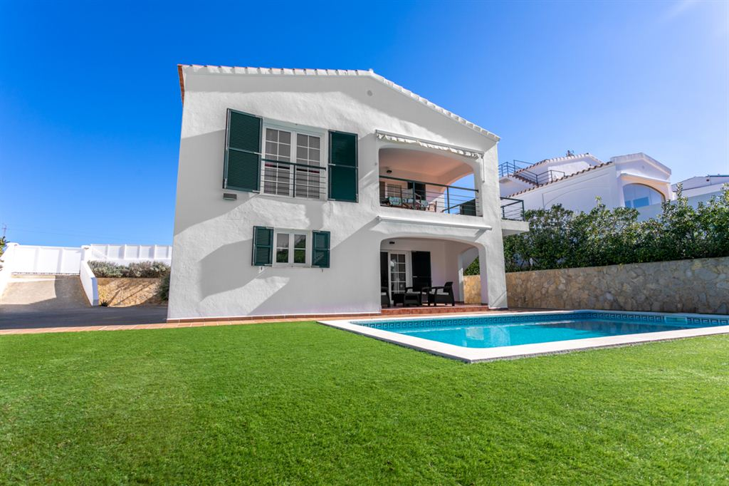 Attractive villa with 550 sqm land in Cala Longa for sale
