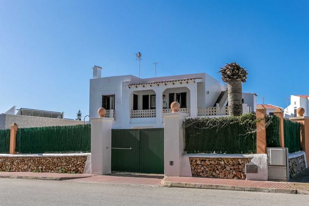 Incredible villa with 2 apartments in Cap d'Artuix for sale