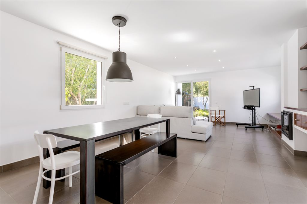 Nice trendy villa with tourist license in the area of Cala Santandria for sale