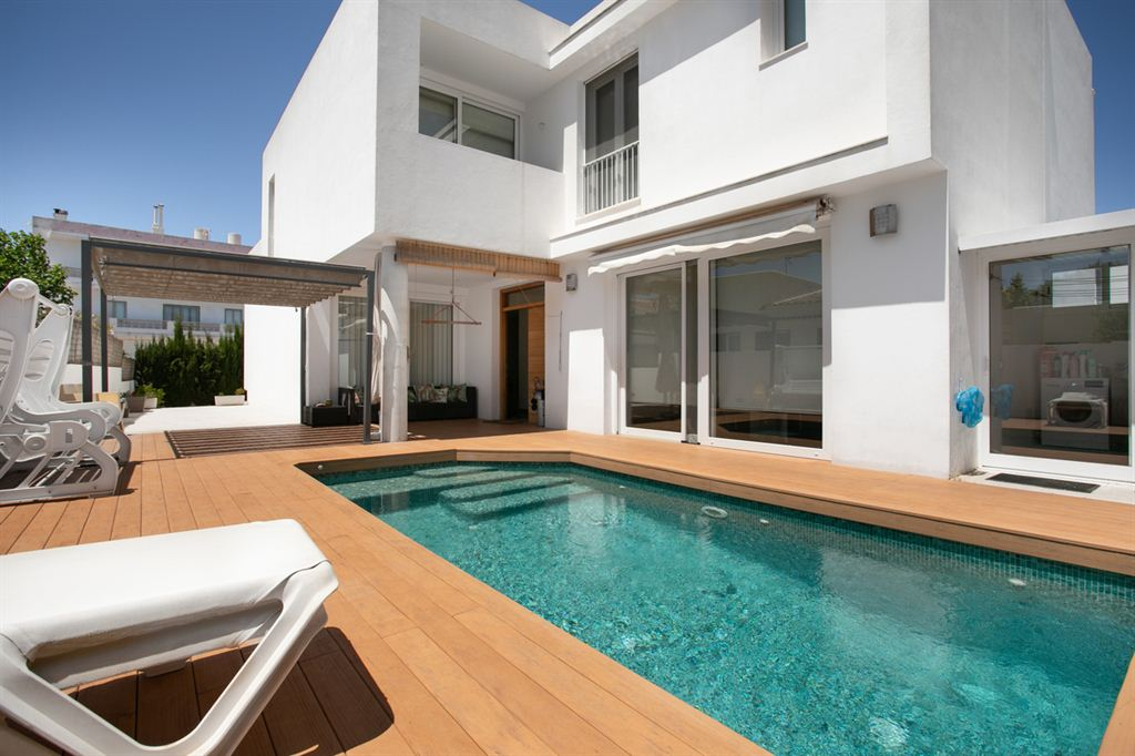 Nice villa situated a few meters from the center of Ciutadella for sale