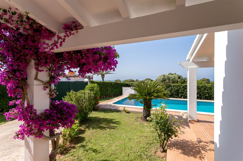 Superb well maintained villa for sale with garden in Binisafua Playa