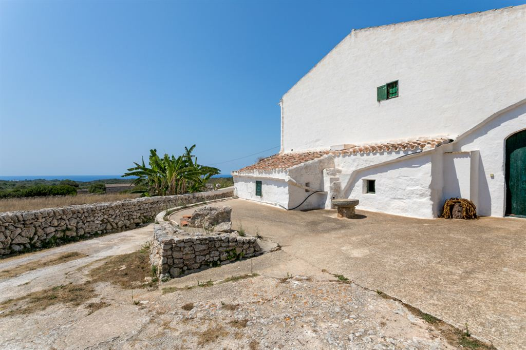 Attractive property for sale with sea views with south of Sant Climent