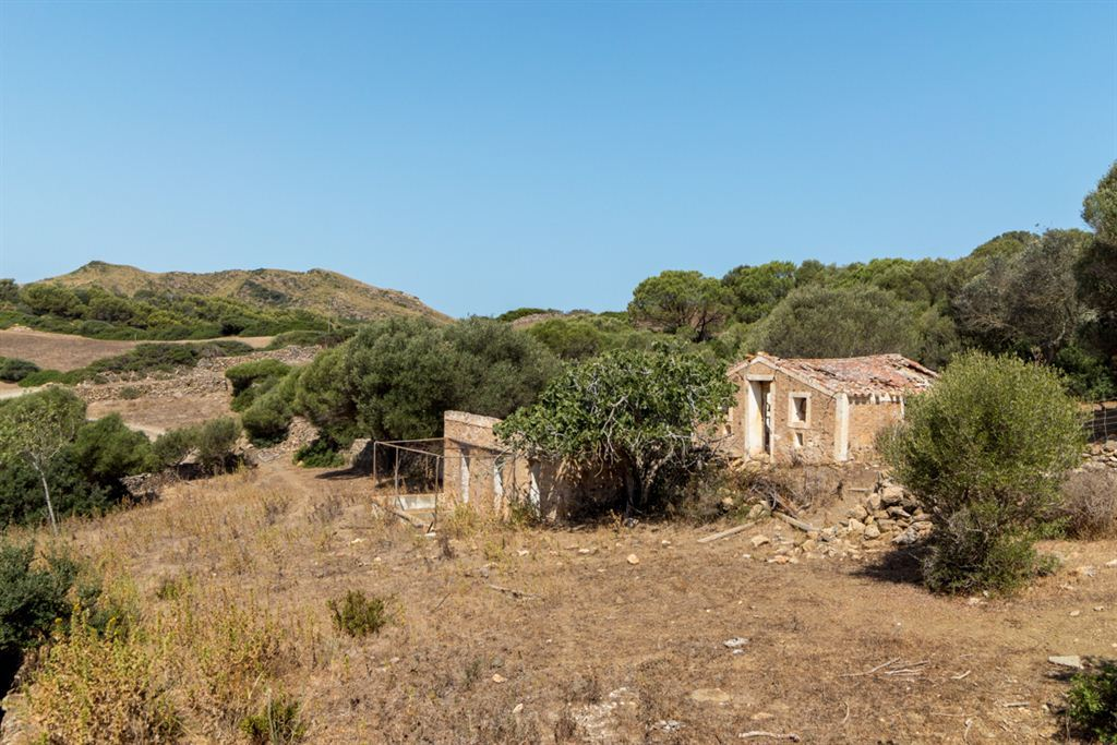 Nice finca for sale with private access in Ferragut Vell