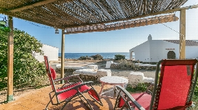 Typical Menorcan villa for sale with sea views in Binibeca
