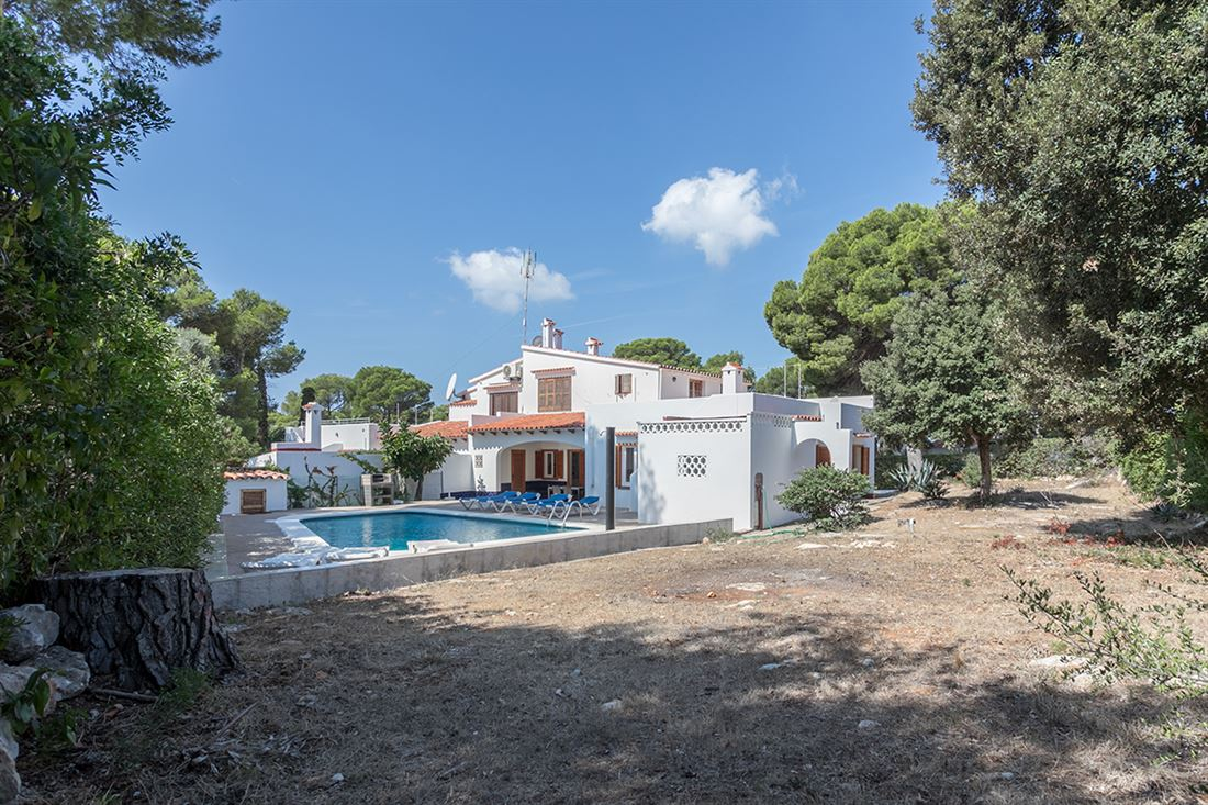 Viewable villa for sale in Cala Galdana with tourist license