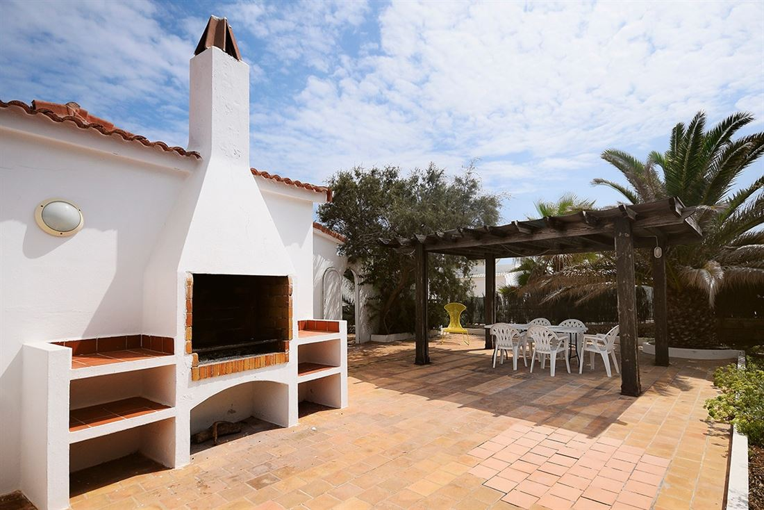 Frontline bungalow with pool and garden in S'Algar for sale