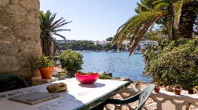 Villa with direct sea access and 2 separate residential units in Addaia